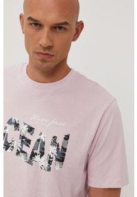 Only & Sons - T-shirt. Okazja: na co dzień. Kolor: różowy. Materiał: bawełna, dzianina. Wzór: nadruk. Styl: casual