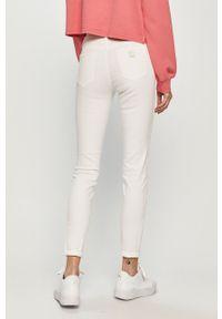 Białe jeansy Armani Exchange gładkie, z podwyższonym stanem