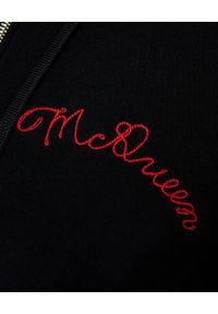 Alexander McQueen - ALEXANDER MCQUEEN - Czarna bluza z kapturem. Okazja: na co dzień. Typ kołnierza: kaptur. Kolor: czarny. Materiał: bawełna. Długość rękawa: długi rękaw. Długość: długie. Wzór: haft. Styl: klasyczny, casual