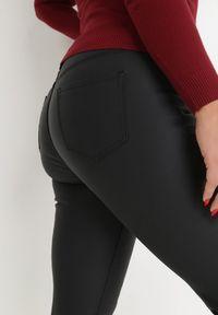Born2be - Czarne Spodnie Slim Ambrules. Stan: podwyższony. Kolekcja: plus size. Kolor: czarny. Długość: długie. Wzór: aplikacja