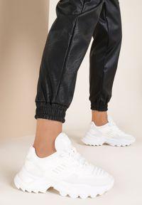 Renee - Białe Sneakersy Tinlyss. Kolor: biały. Materiał: materiał, guma. Szerokość cholewki: normalna