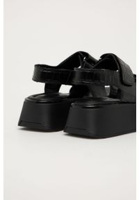 Czarne sandały vagabond na rzepy, na średnim obcasie