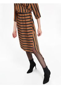Brązowa sukienka TOP SECRET na zimę, na co dzień