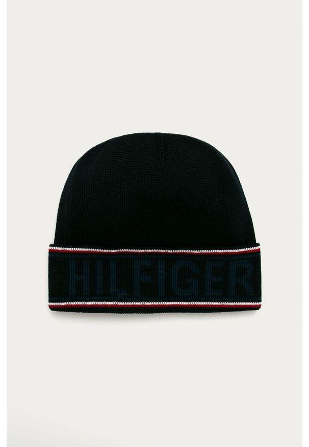 Czarna czapka TOMMY HILFIGER z nadrukiem