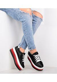 Buty sportowe damskie Ideal Shoes U-6273 Czarne. Kolor: czarny. Materiał: tworzywo sztuczne. Obcas: na obcasie. Wysokość obcasa: średni