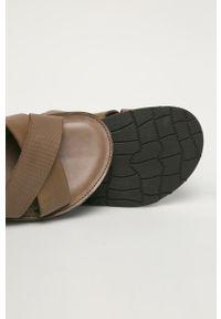 Brązowe sandały Wojas gładkie, na klamry