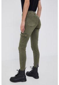 Desigual - Spodnie. Kolor: zielony. Materiał: bawełna