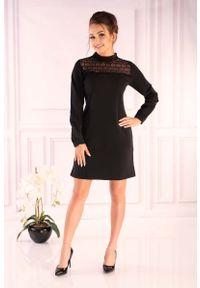 Merribel - Czarna Wizytowa Sukienka z Koronkowym Karczkiem. Kolor: czarny. Materiał: koronka. Styl: wizytowy
