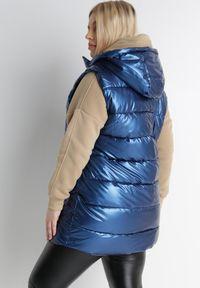 Born2be - Niebieska Kamizelka Vynalle. Okazja: na co dzień. Typ kołnierza: kołnierzyk stójkowy. Kolekcja: plus size. Kolor: niebieski. Materiał: tkanina. Styl: klasyczny, casual