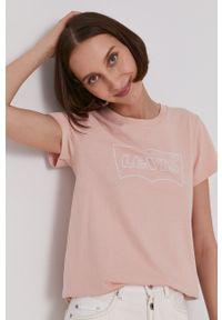 Levi's® - Levi's - T-shirt. Okazja: na co dzień, na spotkanie biznesowe. Kolor: różowy. Wzór: nadruk. Styl: biznesowy, casual