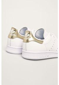 Białe buty sportowe adidas Originals na sznurówki, z okrągłym noskiem, z cholewką