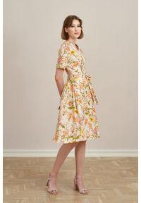 Marie Zélie - Sukienka Alodia Suita kremowa. Kolor: kremowy. Materiał: bawełna, wiskoza, materiał, elastan, skóra. Długość rękawa: krótki rękaw