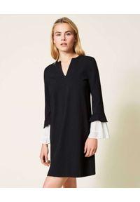 TwinSet - TWINSET - Czarna sukienka z kontrastowym mankietem. Kolor: czarny. Typ sukienki: proste. Długość: mini