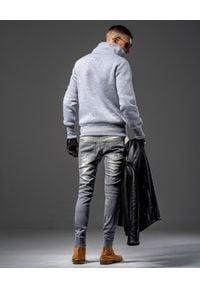 GUNS & TUXEDOS - Szara bluza z logo SigSauer. Kolor: szary. Materiał: jeans, tkanina