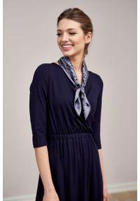 Marie Zélie - Sukienka Rita granatowa mikromodal. Typ kołnierza: dekolt kopertowy. Kolor: niebieski. Materiał: wiskoza, dzianina, elastan, włókno, skóra. Długość rękawa: krótki rękaw. Typ sukienki: proste, kopertowe