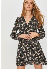 Czarna sukienka Answear Lab w kwiaty, mini, rozkloszowana, z długim rękawem