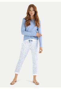 Białe spodnie dresowe z niebieskim motywem Leopard Juvia. Kolor: biały. Materiał: dresówka. Wzór: aplikacja, nadruk
