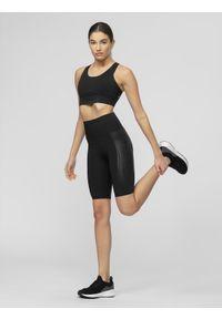 Czarne spodenki sportowe 4f do kolan, na fitness i siłownię