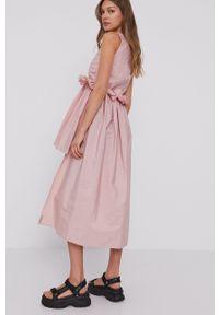 Red Valentino - Sukienka. Kolor: różowy. Materiał: tkanina. Wzór: gładki. Typ sukienki: rozkloszowane