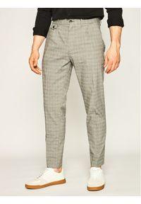 Calvin Klein Spodnie materiałowe Tapered Pleat Refined Check K10K105305 Szary Regular Fit. Kolor: szary. Materiał: materiał