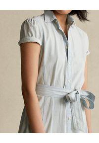 Ralph Lauren - RALPH LAUREN - Bawełniana sukienka midi. Typ kołnierza: polo. Kolor: niebieski. Materiał: bawełna. Wzór: aplikacja. Długość: midi