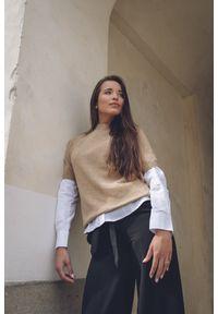 Biała koszula VEVA klasyczna, długa, na spotkanie biznesowe, z klasycznym kołnierzykiem