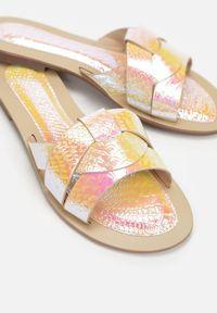 Born2be - Różowe Klapki Mosolos. Nosek buta: okrągły. Kolor: różowy. Materiał: skóra. Wzór: paski. Obcas: na obcasie. Wysokość obcasa: niski