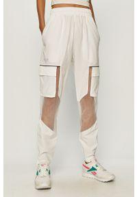 Białe spodnie dresowe Reebok Classic