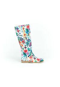 Zapato - kozaki - skóra naturalna - model 127 - kolor kwiatek. Wysokość cholewki: przed kolano. Nosek buta: okrągły. Zapięcie: zamek. Materiał: skóra. Szerokość cholewki: normalna. Wzór: kwiaty. Sezon: lato, jesień, wiosna, zima. Styl: sportowy, klasyczny, militarny