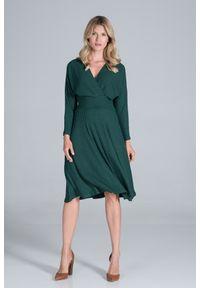 Figl - Sukienka z Kopertowym Dekoltem z Prążkowanej Dzianiny - Zielona. Kolor: zielony. Materiał: dzianina, prążkowany. Typ sukienki: kopertowe