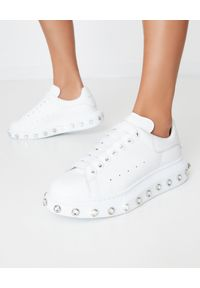 Białe sneakersy Alexander McQueen z aplikacjami