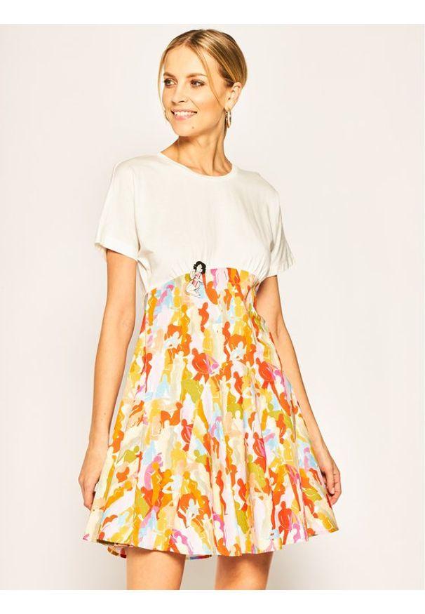 iBlues Sukienka codzienna Scorza 76210302 Biały Regular Fit. Okazja: na co dzień. Kolor: biały. Typ sukienki: proste. Styl: casual