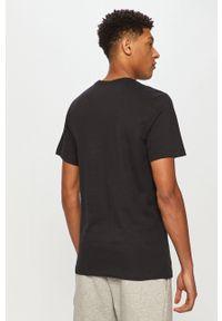 Czarny t-shirt Nike z nadrukiem, casualowy, na co dzień