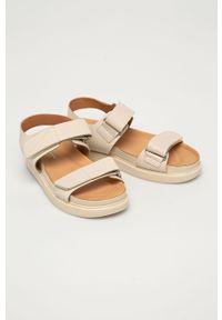 Kremowe sandały vagabond na średnim obcasie, na obcasie, gładkie, na rzepy