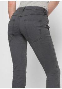 """Spodnie z ukośną plisą guzikową bonprix antracytowy """"used"""". Kolor: szary. Długość: długie"""
