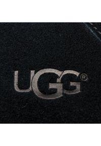Czarne kapcie Ugg