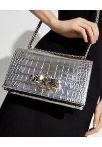 Alexander McQueen - ALEXANDER MCQUEEN - Srebrna torebka z pierścieniami. Kolor: srebrny. Wzór: aplikacja. Materiał: zdobione, z tłoczeniem. Rodzaj torebki: na ramię