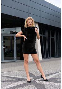 Merribel - Mała Czarna Sukienka z Aksamitu. Kolor: czarny. Materiał: poliester