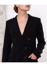 MARLU - Czarna sukienka marynarkowa Greta. Okazja: na co dzień. Kolor: czarny. Materiał: wełna, elastan. Długość rękawa: długi rękaw. Typ sukienki: proste. Styl: elegancki, casual. Długość: mini