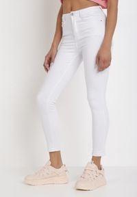 Born2be - Białe Jeansy Skinny Lilinith. Kolor: biały