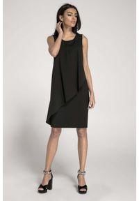 Nommo - Ołówkowa Czarna Sukienka z Asymetryczną Nakładką. Kolor: czarny. Materiał: wiskoza, poliester. Typ sukienki: asymetryczne, ołówkowe