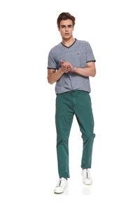 TOP SECRET - T-shirt strukturalny. Typ kołnierza: dekolt w serek. Kolor: niebieski. Materiał: bawełna, tkanina. Długość rękawa: krótki rękaw. Długość: krótkie. Sezon: lato. Styl: klasyczny