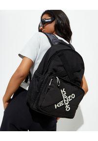 Kenzo - KENZO - Czarny plecak z logo. Kolor: czarny. Materiał: tkanina, materiał. Wzór: aplikacja. Styl: sportowy, klasyczny, casual