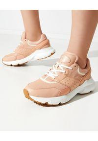 TOD'S - Różowe sneakersy ze skóry. Okazja: do pracy. Nosek buta: okrągły. Kolor: różowy, wielokolorowy, fioletowy. Materiał: skóra