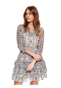 TOP SECRET - Printowana sukienka z falbanami. Okazja: na imprezę, na co dzień. Typ kołnierza: dekolt w serek. Kolor: czarny. Sezon: wiosna. Typ sukienki: proste, rozkloszowane. Styl: elegancki, casual #4
