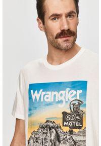 Biały t-shirt Wrangler na co dzień, z nadrukiem, casualowy