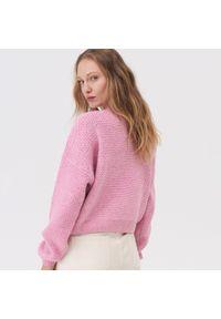 Różowy sweter Sinsay krótki