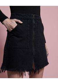 ONETEASPOON - Czarna jeansowa spódnica Vixen. Stan: podwyższony. Kolor: czarny. Materiał: jeans. Wzór: aplikacja. Styl: rockowy, glamour