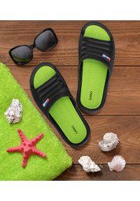 LANO - Klapki męskie basenowe Lano KL-4-0218 Black/Green. Okazja: na plażę. Zapięcie: bez zapięcia. Materiał: guma. Obcas: na obcasie. Wysokość obcasa: niski. Sport: pływanie