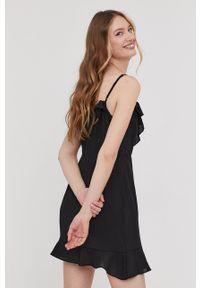 Answear Lab - Sukienka. Kolor: czarny. Materiał: tkanina. Długość rękawa: na ramiączkach. Wzór: gładki. Typ sukienki: asymetryczne. Styl: wakacyjny